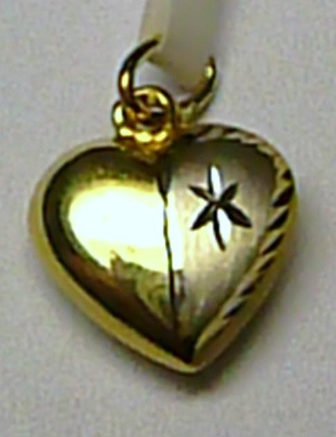Luxusní moderní zlatý přívěsek ze žlutého zlata ve tvaru srdce