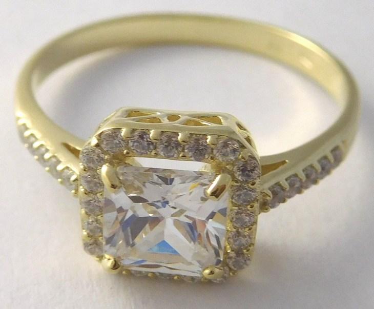 67e474083 Kompletní specifikace · Ke stažení · Související zboží · Komentáře (0). Mohutný  zásnubní zlatý prsten s velkým zirkonem 585/3 ...