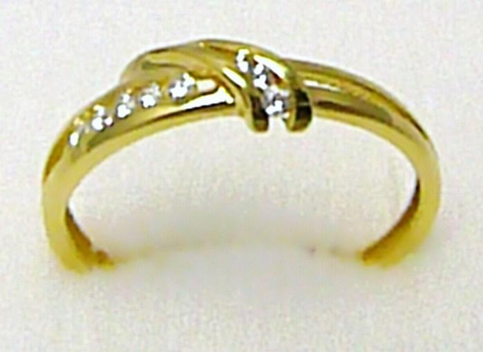 507359ec7 Mohutný dámský zlatý prsten posetý zirkony 8 ks 585/1,70 gr vel.