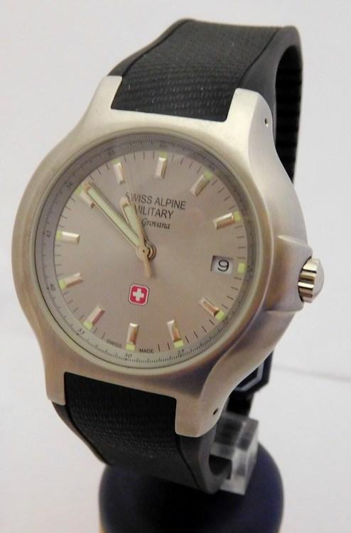 Pánské švýcarské mohutné hodinky Grovana Swiss Alpine Military 1502.1532  (POŠTOVNÉ ZDARMA!! - safírové f0846252d9