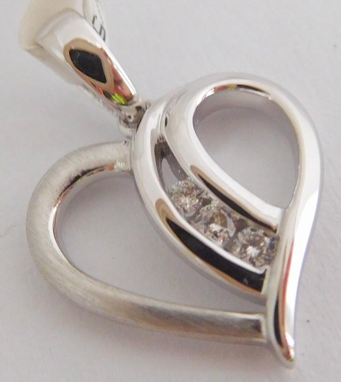Diamantový zlatý přívěsek z bílého zlata - srdíčko s brilianty 585/1,12g 3870083 (3870083 - POŠTOVNÉ ZDARMA - SKLADEM IHNED ODESÍLÁME)