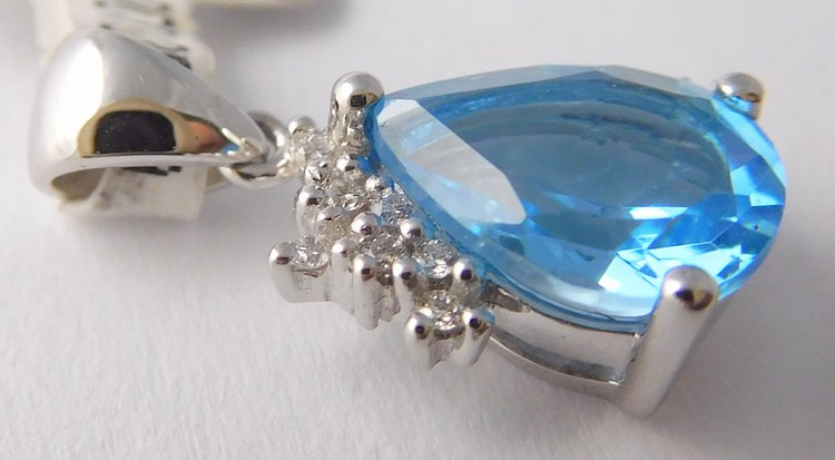 Zlatý diamantový přívěsek s brilianty a velkým modrým topazem 585/0,85gr 3870153 (3870153 - POŠTOVNÉ ZDARMA )