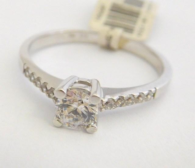 c4ff6c219 Zlatý zásnubní prsten z bílého zlata se zirkony 585/1,95gr vel. 55 6864020