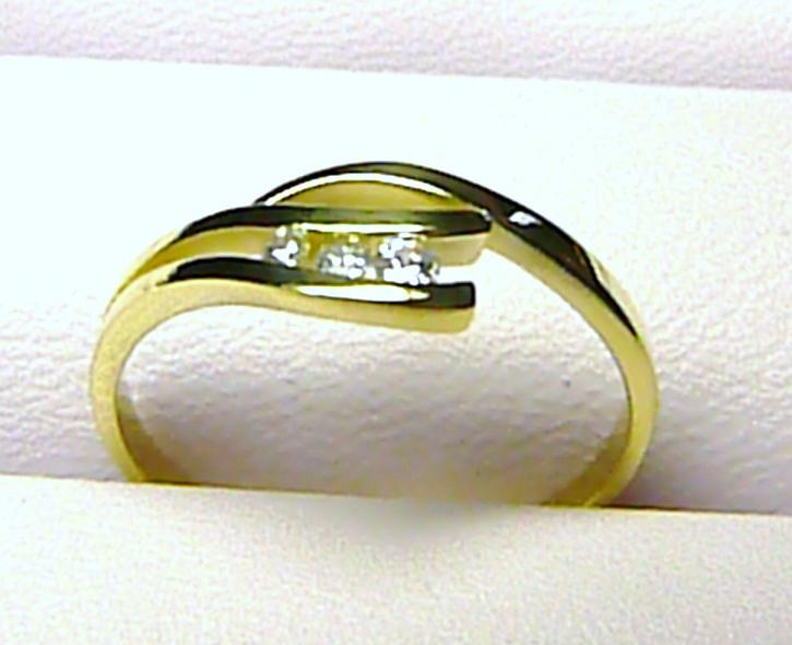 Dámský moderní zlatý prstýnek ze žultého zlata se zirkony 1,75 gr Z013
