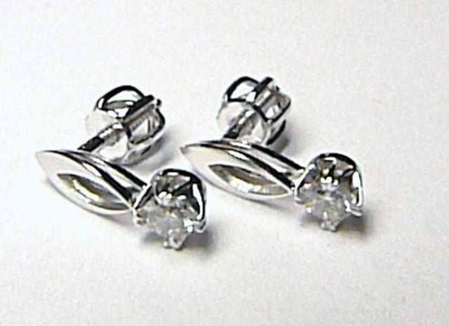 Luxusní diamantové zlaté náušnice z bílého zlata 585/1,13 gr - diamant 0,228ct