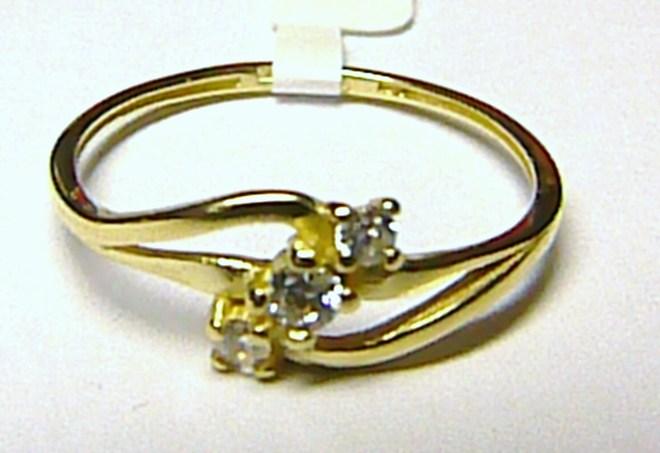 Dámský luxusní zlatý prstýnek se třemi zirkony vel. 54 585/1,2 gr S038