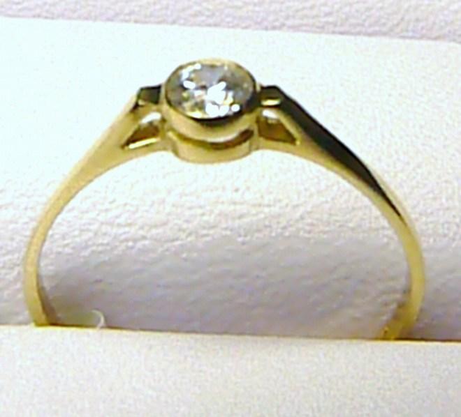 Zásnubní zlatý prstýnek s velkým zirkonem vel. 55/0,92 gr P057