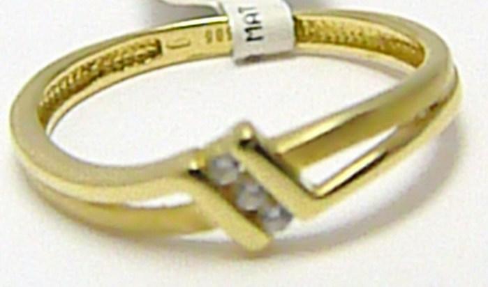 Zásnubní zlatý prsten se třemi zirkony 585/1,35 gr vel. 52 P291 (1110568)