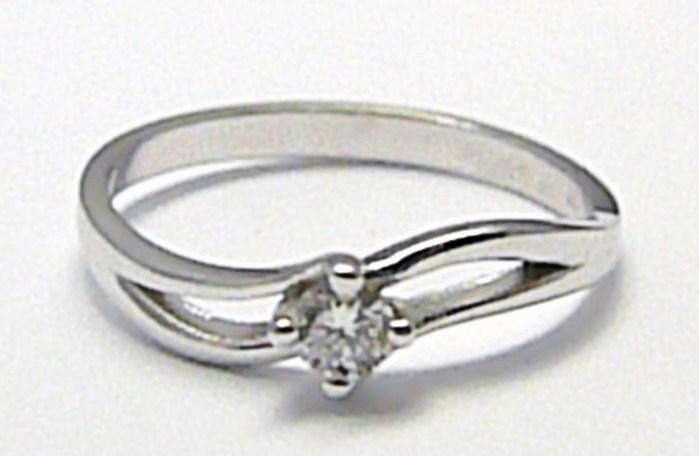 Zlatý zásnubní prsten s přírodním diamantem J-24576-14 (J-24576-14)