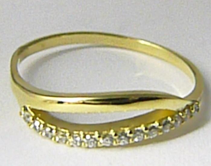 Dámský celozlatý prsten posetý mnoha zirkony vel. 58 585/1,80 gr Z081
