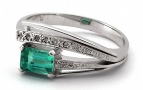 Zlatý prsten se zeleným přírodním smaragdem a diamanty 585/3,68 gr J-20219-11 POŠTOVNÉ ZDARMA! (J-20219-11)