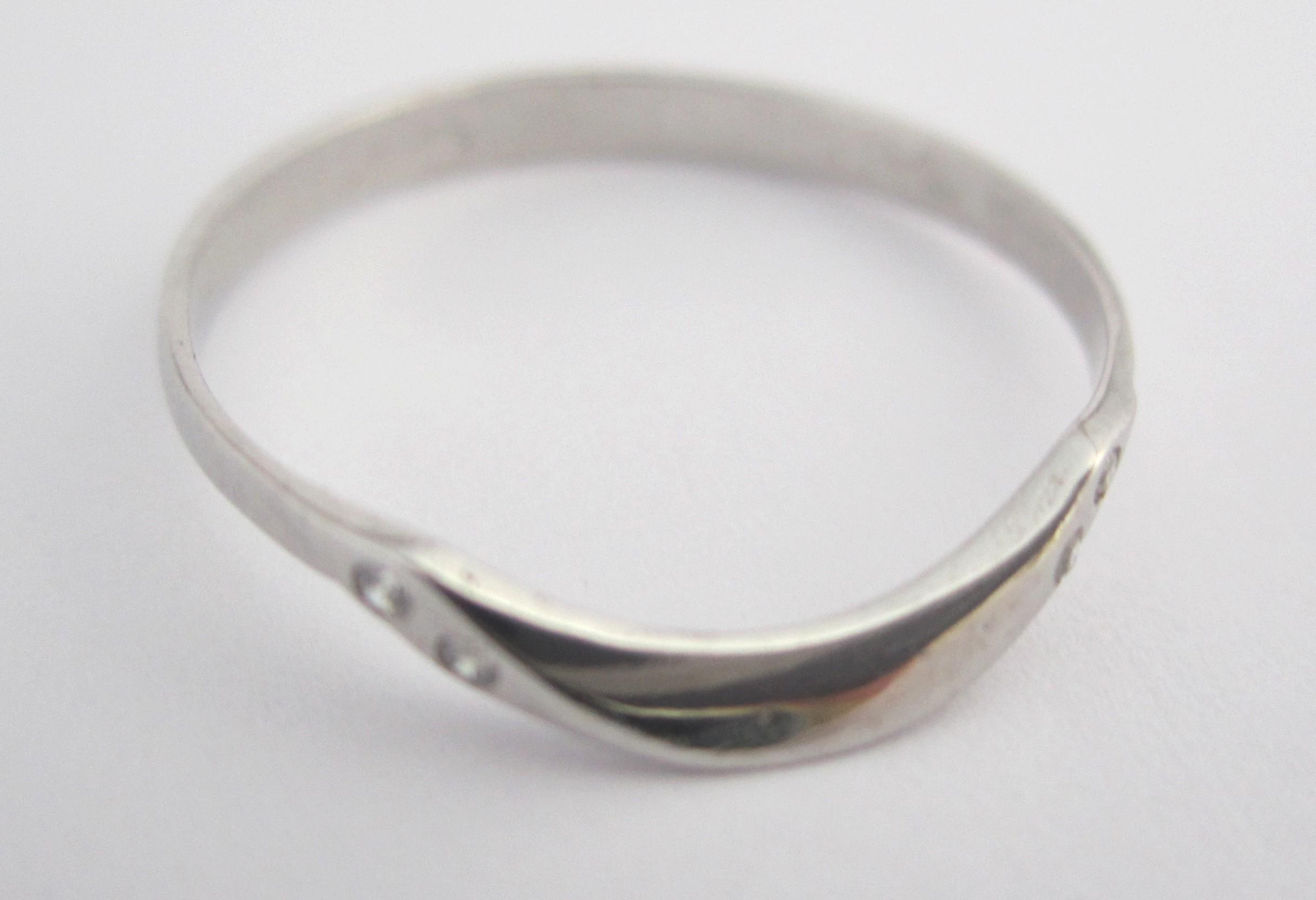 Dámský zlatý prstýnek z bílého zlata se zirkony vel. 52 585/0,95 gr T200