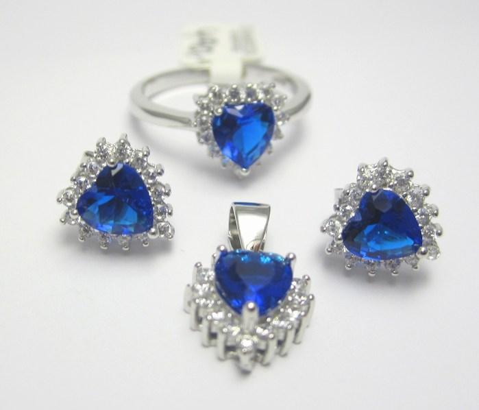 Luxusní rhodium souprava s modrými safíry (prsten, náušnice, přívěsek) A037 (030448600001+030448500004)
