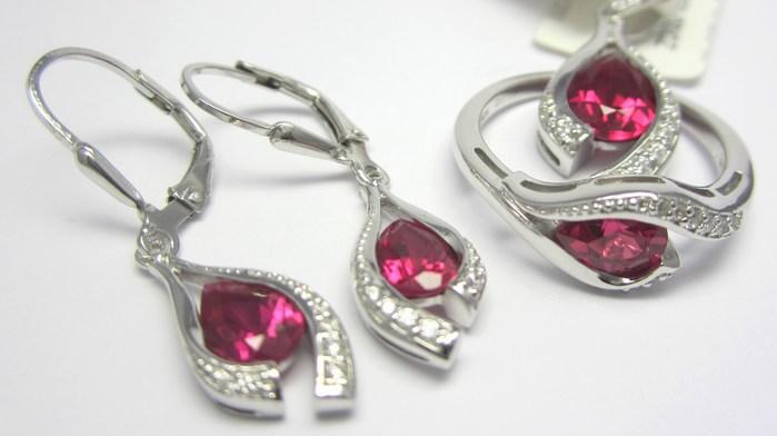 Luxusní rhodium souprava s červenými rubíny (náušnice,přívěsek,prsten) A040 (SVLAE7481H8+SVLAP4381H8+SVLAR3675H8)