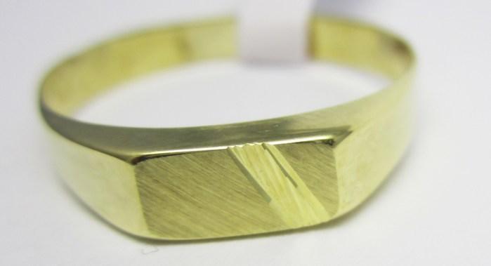Mohutný celozlatý prsten s gravírováním 585/1,60 gr vel.68 T204