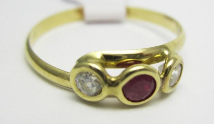 Dámský zlatý prstýnek se zirkony a rubínkem 585/0,90 gr vel. 49 T205