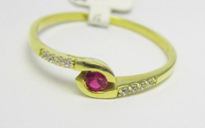 Luxusní zlatý prsten s červeným rubínem 585/1,20 gr vel. 53 P723 (3510225)