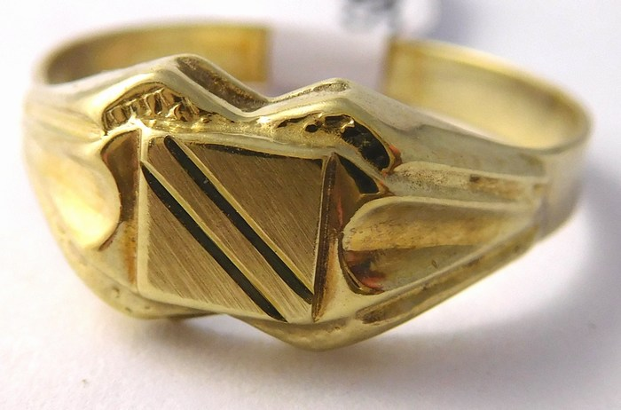 Mohutný pánský zlatý prsten s gravírováním 585/2,10gr vel. 58 T211
