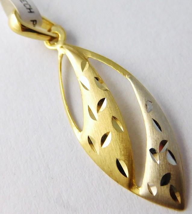 Gravírovaný zlatý přívěsek z bílého a žlutého zlata 585/0,57gr 1121182 (1121182)