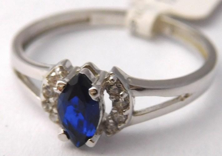 Zásnubní prsten z bílého zlata se safírem 585/1,42gr vel. 52 1164046