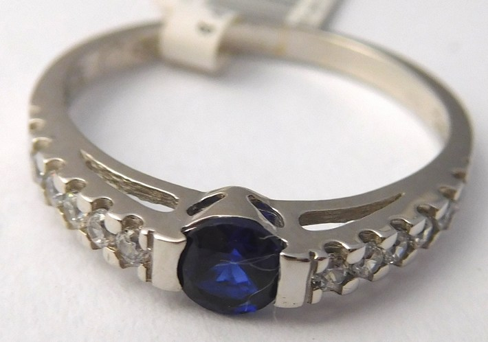 Zásnubní prsten z bílého zlata se safírem 585/2,05gr vel. 55 1860139