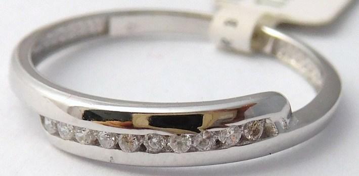 Dámský zlatý prstýnek z bílého zlata posetý zirkony 585/1,17gr vel. 55 1161265