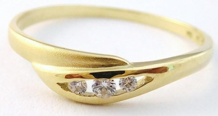 Zlatý dámský prsten se třemi zirkony 585/1,27gr vel. 58 Z165 (223041197 - POŠTOVNÉ ZDARMA)