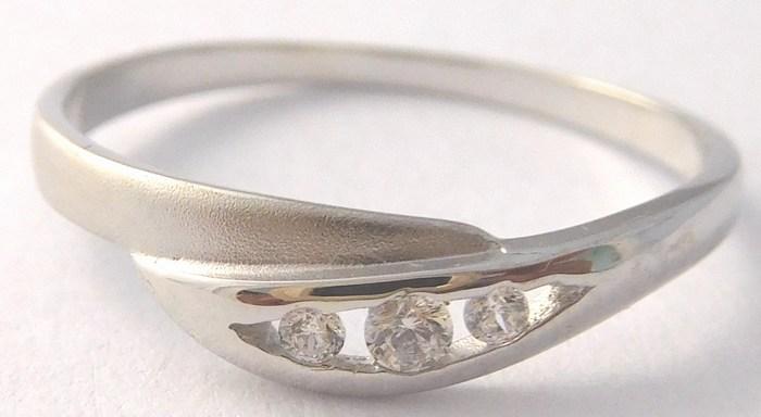 Dámský zlatý prsten se třemi zirkony 585/1,10gr vel. 54 323041197 (323041197 - POŠTOVNÉ ZDARMA!!)
