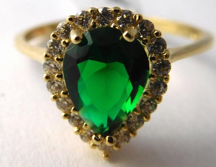 Mohutný zlatý prsten s velkým zeleným smaragdem vel. 55 585/1,86gr H756
