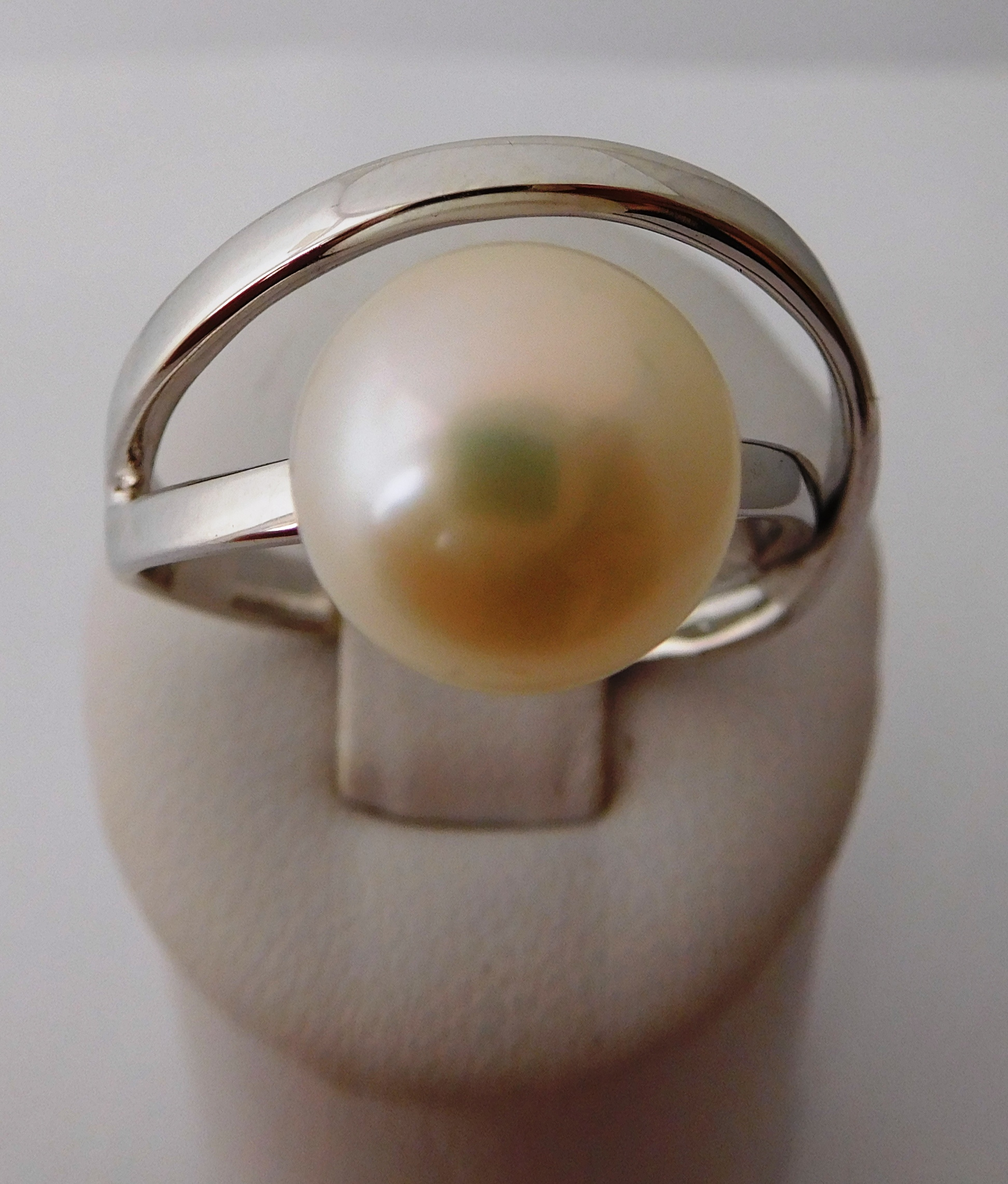 Dámský stříbrný prstýnek se syntetickou perlou SVKIR064269 vel.58
