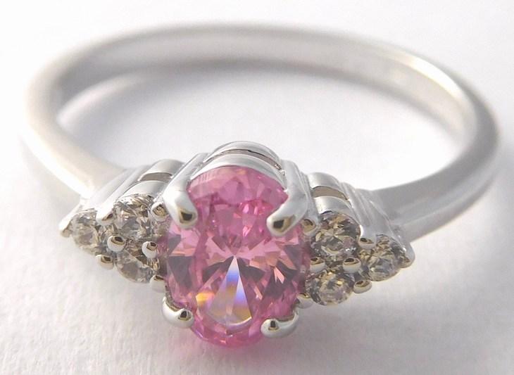 Zlatý zásnubní prstýnek z bílého zlata s růženínem 585/1,91gr vel.52 327048021 (327048021 - DOPRAVA ZDARMA)