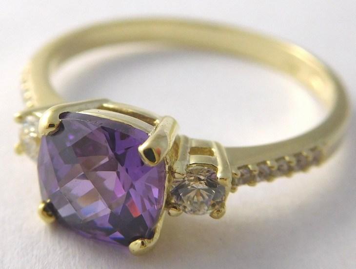 Mohutný zásnubní zlatý prsten s fialovým ametystem 585/2,32gr vel.52 226041120 (226041120 - DOPRAVA ZDARMA)