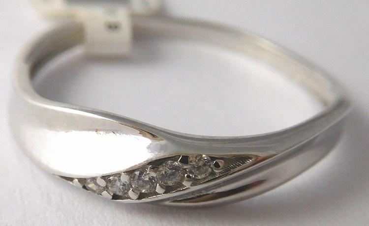f7205337a Dámský zlatý prsten z bílého zlata se zirkony 5ks 585/1,52gr vel.