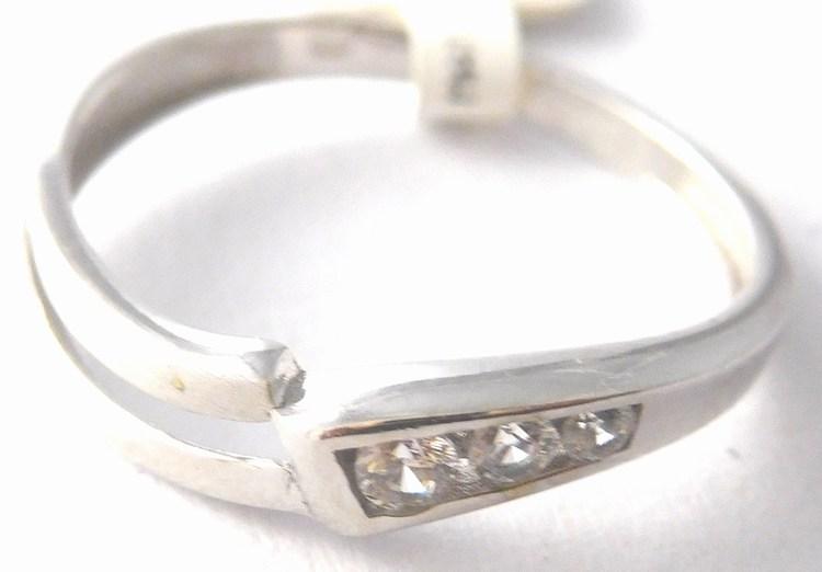Dámský zlatý prsten z bílého zlata s třemi zirkonem 585/1,20gr vel. 53 1161151 (1161151 - POŠTOVNÉ ZDARMA)