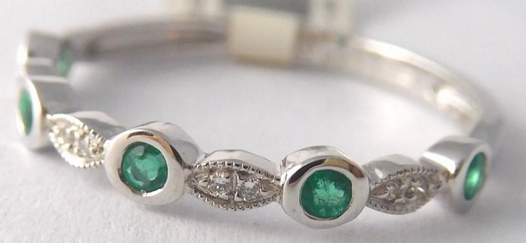Prsten z bílého zlata s diamanty a přírodními smaragdy 585/1,25gr vel.52 4260020 (4260020 - POŠTOVNÉ ZDARMA)