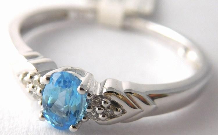 Zásnubní prsten z bílého zlata s modrým topazem vel. 57 585/1,97gr 3860450