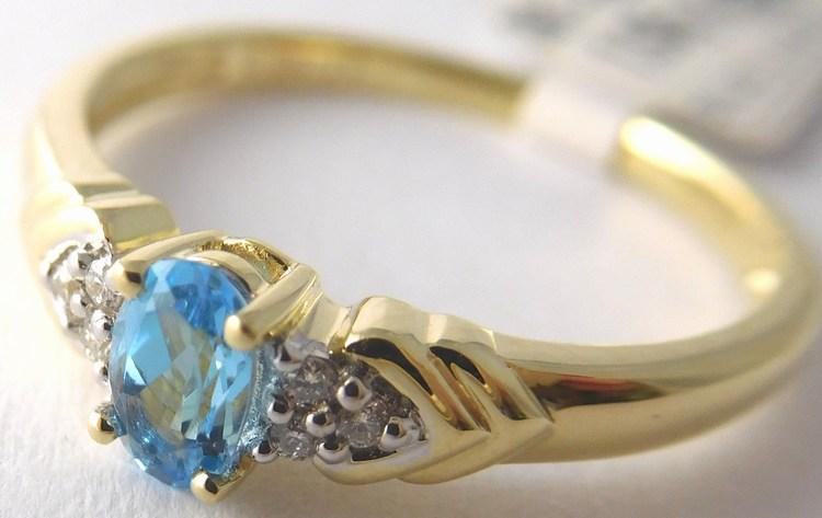 Zásnubní prsten ze žlutého zlata s modrým topazem vel. 53 585/1,95gr 3810451 (3810451 - POŠTOVNÉ ZDARMA - SKLADEM IHNED ODESÍLÁME)