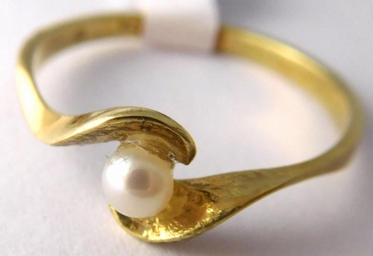 Zásnubní zlatý prstýnek s bílou kultivovanou perlou 585/1,65gr vel.56 Z171 (POŠTOVNÉ ZDARMA!!!)