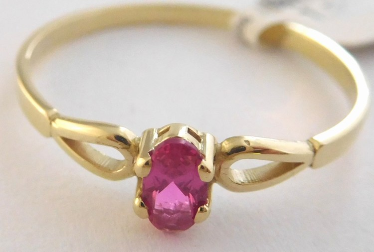 Zásnubní zlatý prsten s červeným centrálním rubínem 585/1,22gr vel. 58 6810046 (6810046 - POŠTOVNÉ ZDARMA)