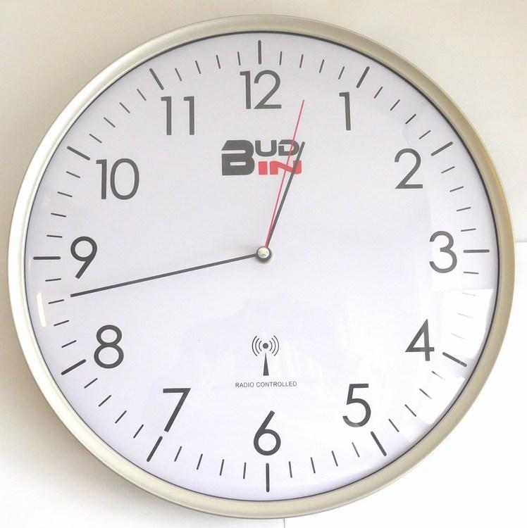 Stříbrné rádiem řízené nástěnné hodiny BUD-IN C1703.1 (Rádiem řízené přesné hodiny )