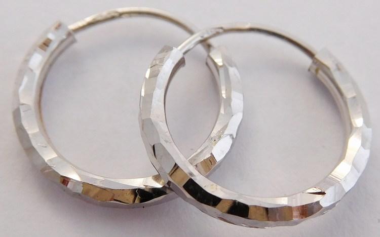 Dámské zlaté kruhy s gravírováním z bílého zlata pr.12mm 585/0,80gr 2383149