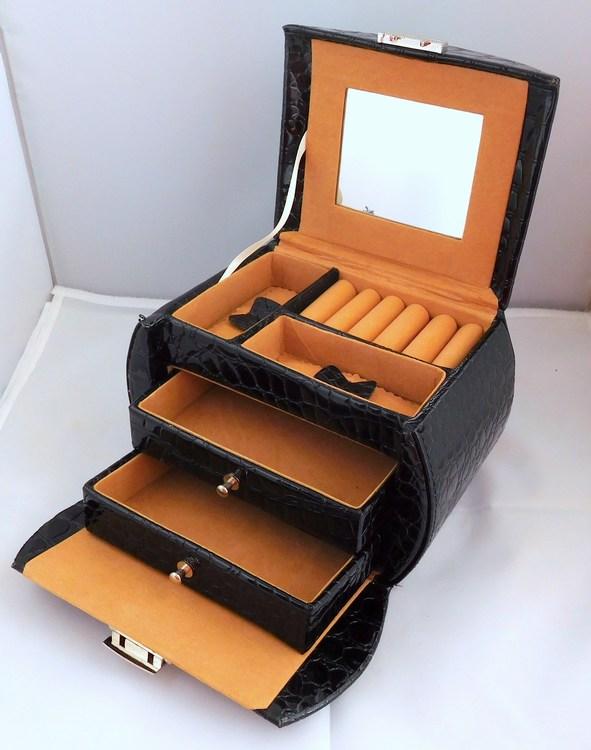 Luxusní velká třípatrová černá šperkovnice SP-583/A25 na šperky (černá kožená uzamykatelná šperkovnice)