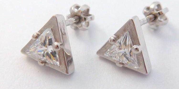 Zlaté trojúhelníčkové náušnice - zlaté pecičky na šroubek 585/2,60gr T297X
