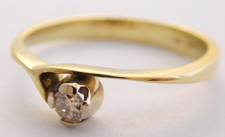 Zásnubní zlatý diamantový prsten s diamantem vel. 59 585/2,19gr 17-01 204 (17-01 204 - POŠTOVNÉ ZDARMA!!! SKLADEM IHNED ODESÍLÁME!!)